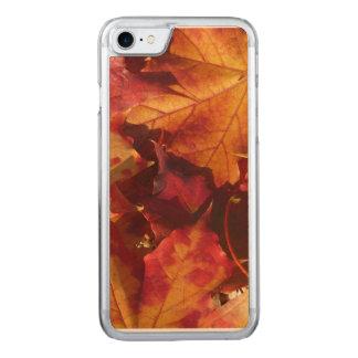 Nahaufnahme des Herbst-Blätter Carved iPhone 8/7 Hülle