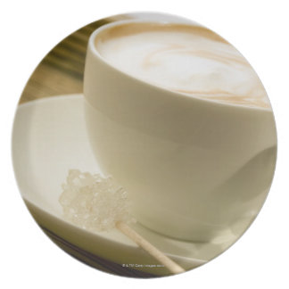 Nahaufnahme eines Tasse Kaffees mit einer Flacher Teller