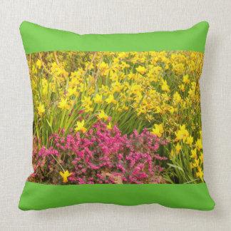 Nahaufnahme von gefärbt Blühen auf Wurfskissen Kissen