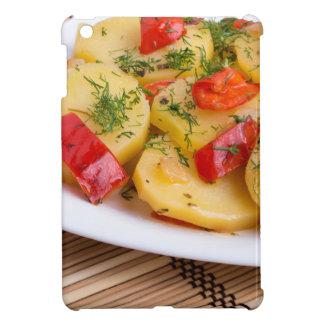 Nahaufnahmeansicht über Scheiben der Kartoffel auf iPad Mini Schale