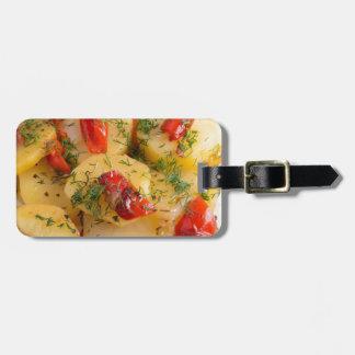 Nahe hohe Ansicht über einen vegetarischen Teller Kofferanhänger