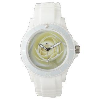 Nahe hohe Details der weißen Rose Armbanduhr