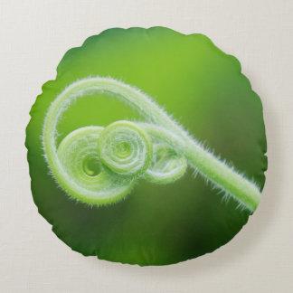 nahe hohe Fotografie des grünen Blattes Rundes Kissen