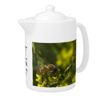 Nahes hohes der Biene