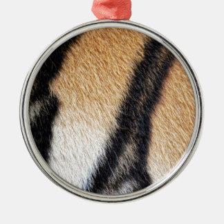 Nahes hohes Foto der Tiger-Streifen Rundes Silberfarbenes Ornament