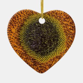 Nahes hohes Herz der Sonnenblume Keramik Herz-Ornament