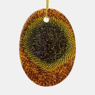 Nahes hohes Herz der Sonnenblume Ovales Keramik Ornament