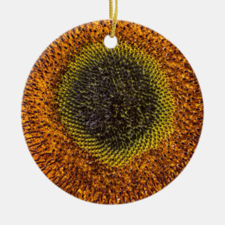Nahes hohes Herz der Sonnenblume Rundes Keramik Ornament