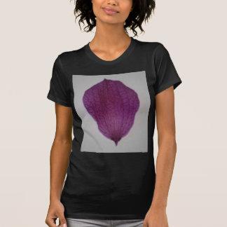 Nahes hohes lila Orchideen-Blumenblatt T-Shirt