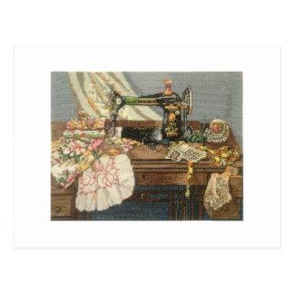 Nähmaschine und Kleid Postkarte