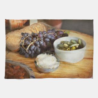 Nahrung - Frucht - Essiggurken und Trauben Handtuch