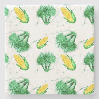 Nahtloses Gemüsemuster mit Mais und Brokkoli Steinuntersetzer