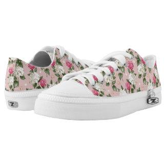 Nahtloses mit Blumenmuster des weißen rosa Niedrig-geschnittene Sneaker