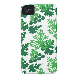nahtloses Muster des Blätter mit Trauben iPhone 4 Case-Mate Hülle