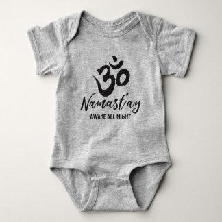 Namast'ay wach die ganze Nacht Baby Strampler