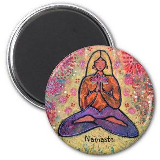 Namaste blondes behaartes Yoga-Mädchen Runder Magnet 5,1 Cm
