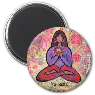 Namaste Brown behaartes Yoga-Mädchen Runder Magnet 5,1 Cm