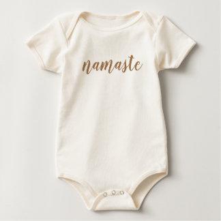 Namaste Brown nur unbedeutender einfacher Text Baby Strampler