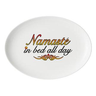 Namaste im Bett den ganzen Tag Porzellan Servierplatte