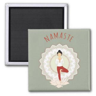 Namaste in der Baum-Pose - Yoga Asana Magnet Quadratischer Magnet