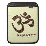 Namaste mit OM-Symbol Brown und Creme iPad Sleeves