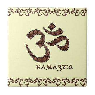 Namaste mit OM-Symbol Brown und Creme Kleine Quadratische Fliese
