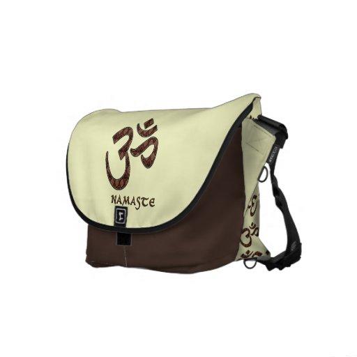 Namaste mit OM-Symbol Brown und Creme Kurier Taschen