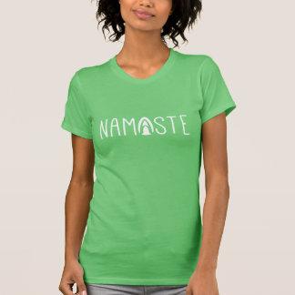 Namaste Yoga-Gruß im Weiß T-Shirt