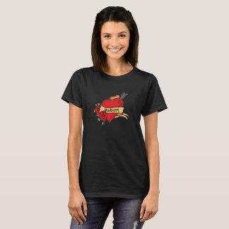 Name-Tätowierung-Ähnliches großes Herz mit Rosen T-Shirt