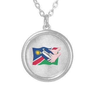 Namibia-Flaggen-Rugby-Ball-Cartoon-Hände Versilberte Kette