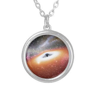 NASAs enormes schwarzes Loch Versilberte Kette