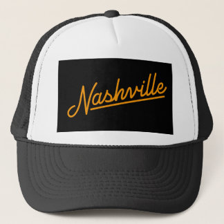 Nashville in der Orange Truckerkappe