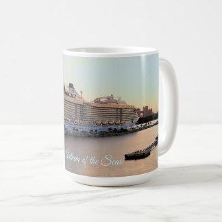 Nassautagesanbruch-und -kreuzfahrt-Schiff Kaffeetasse