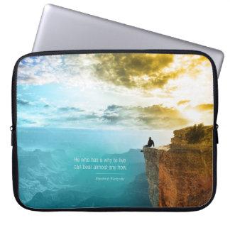 Natur-Abenteuer-Natur Zitat-Friedrich Nietzsche Laptop Sleeve