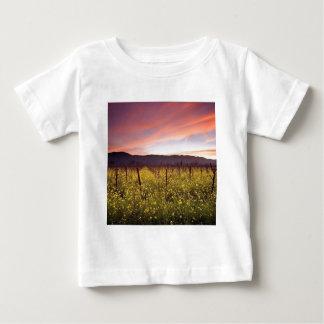 Natur-Feld des Gelbs Baby T-shirt