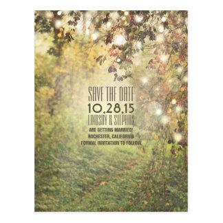 Naturbäume u. Schnurlichter rustikal Save the Date Postkarte