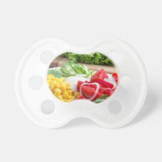 Natürlicher Salat der Tomaten, mozarella Käse Schnuller