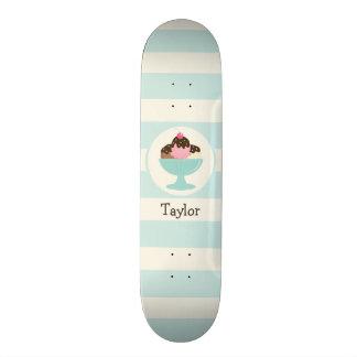 Neapolitanischer Eiscreme-Eiscremebecher; Kirsche Individuelles Skateboard