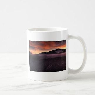 Nebel-Schicht auf Berg Kaffeetasse
