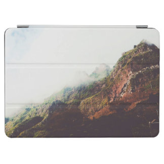 Nebelhafte Berge, entspannende iPad Air Hülle