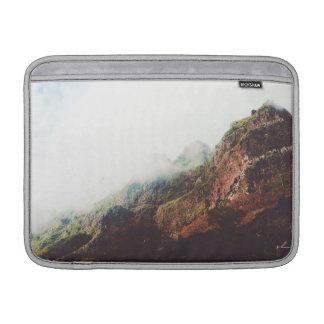 Nebelhafte Berge, entspannende MacBook Air Sleeve