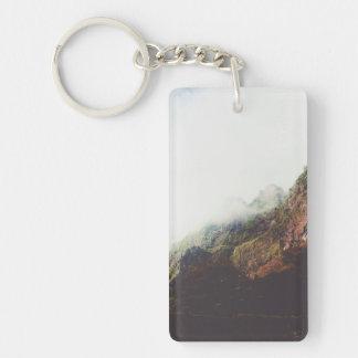 Nebelhafte Berge, entspannende Schlüsselanhänger