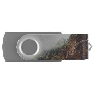 Nebelhafte Berge, entspannende USB Stick
