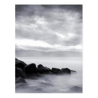 """""""Nebelhafte Felsen-"""" Postkarte"""