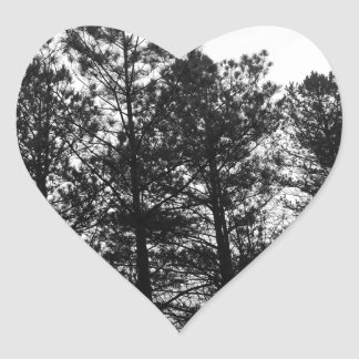 Nebelhafter ätherischer Spuk Baum-Waldholz-Nebel Herz-Aufkleber