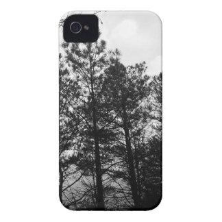Nebelhafter ätherischer Spuk Baum-Waldholz-Nebel iPhone 4 Hülle