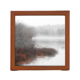 Nebeliger See an einem Winter-Tag Stifthalter