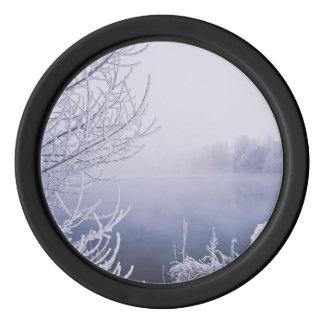 Nebeliger Winter-Tag durch den Fluss Poker Chip Set