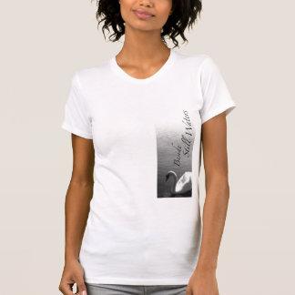 Neben ruhigem Wasser T-Shirt