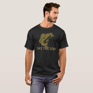 Nehmen Sie den Sprung und Ausgabe fischen T-Shirt